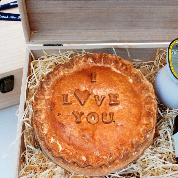"""Hap-Pie """"I Love You"""" Hamper"""